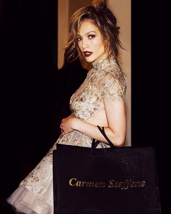 JenniferLopez_CS-ShoppingBag_red